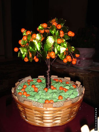 Апельсиновое деревце из бусин.