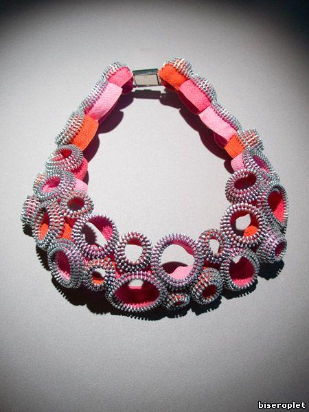 Ожерелье из одежных молний Кати Кьюсак